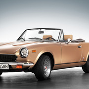 Fiat 124 Erstzulassung 1980 Spider 2000 injection, Pininfarina 50th (Golden) Anniversary Edition)